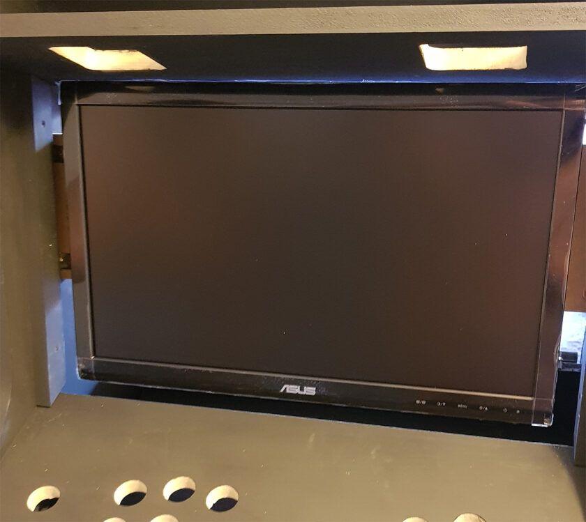 hacer maquina arcade Poniendo el monitor para mueble arcade